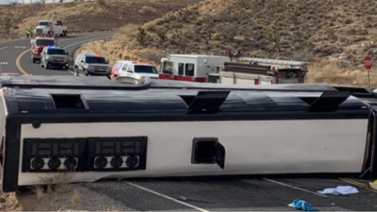 1 killed after tour bus rolls over near Grand Canyon