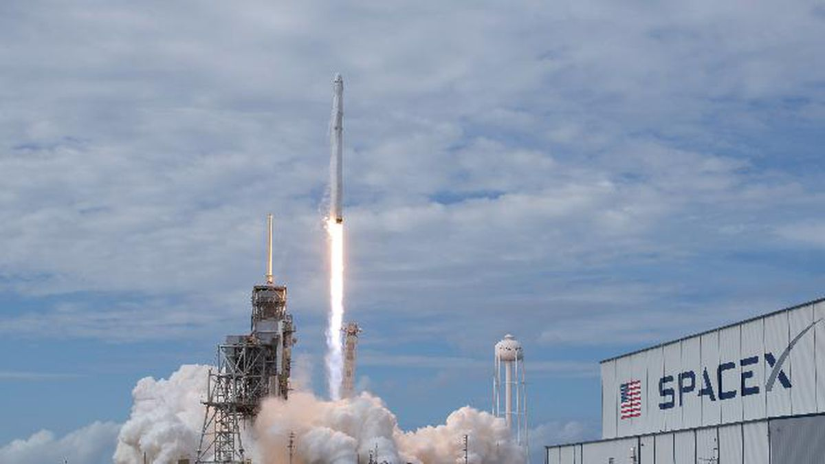 9 out-of-this-world facts about SpaceX