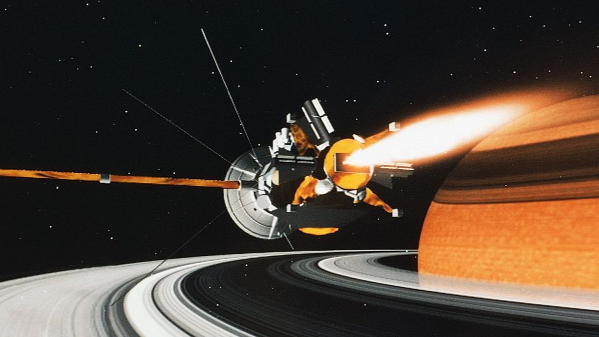 NASA's Cassini spacecraft starts historic dive between Saturn and its rings
