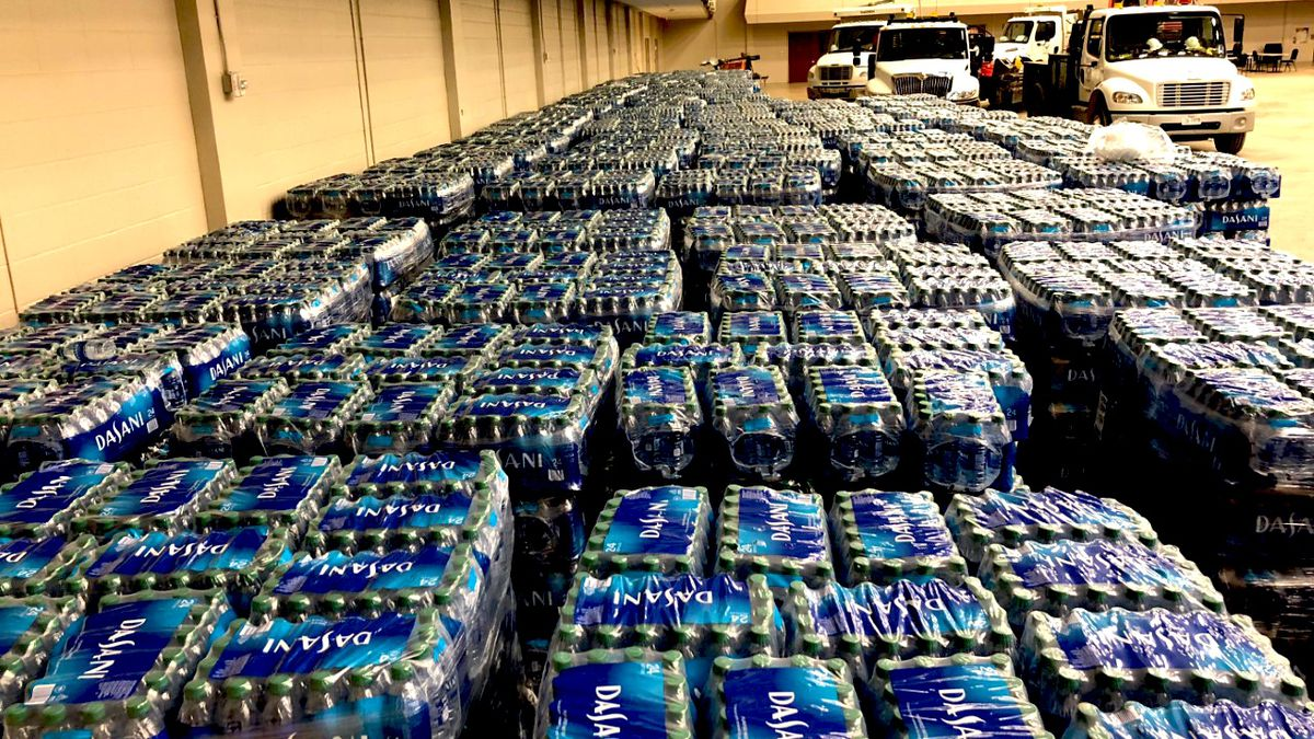 Coca-Cola donates 6 truckloads of bottled water to Texas city