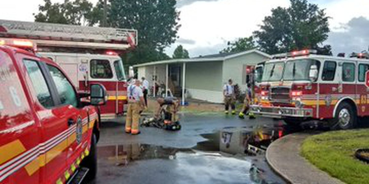 Lightning strike believed to have caused mobile home fire in east Orlando