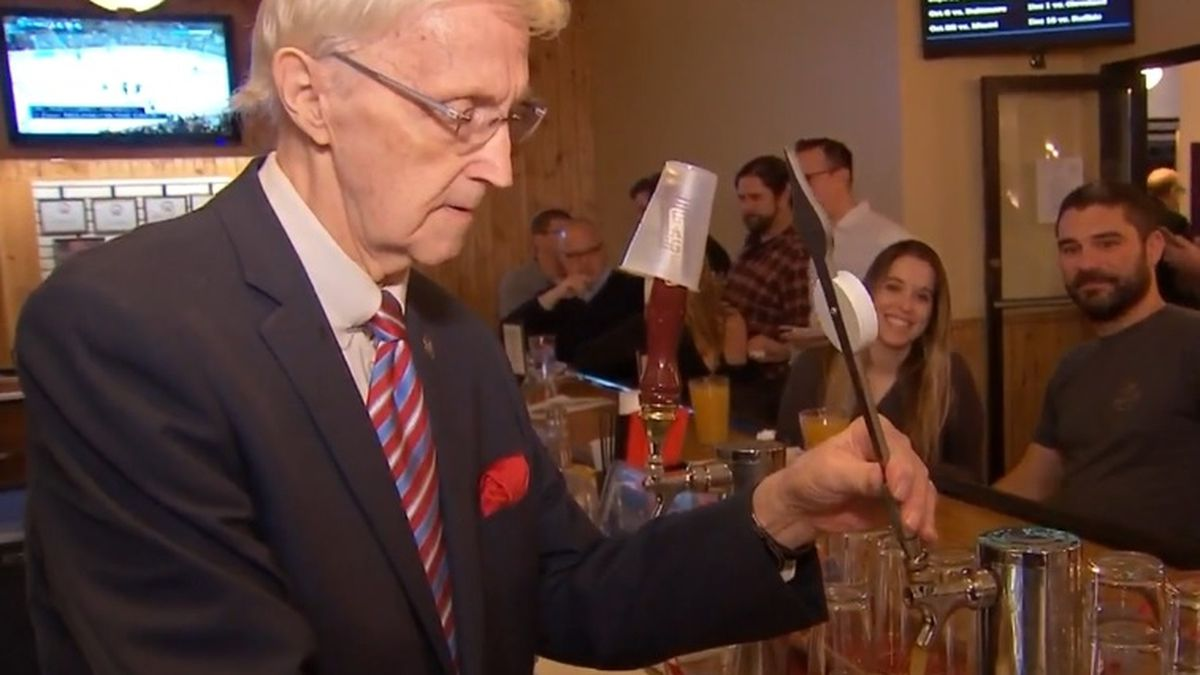 America's oldest bartender serves up 92 drinks to celebrate birthday