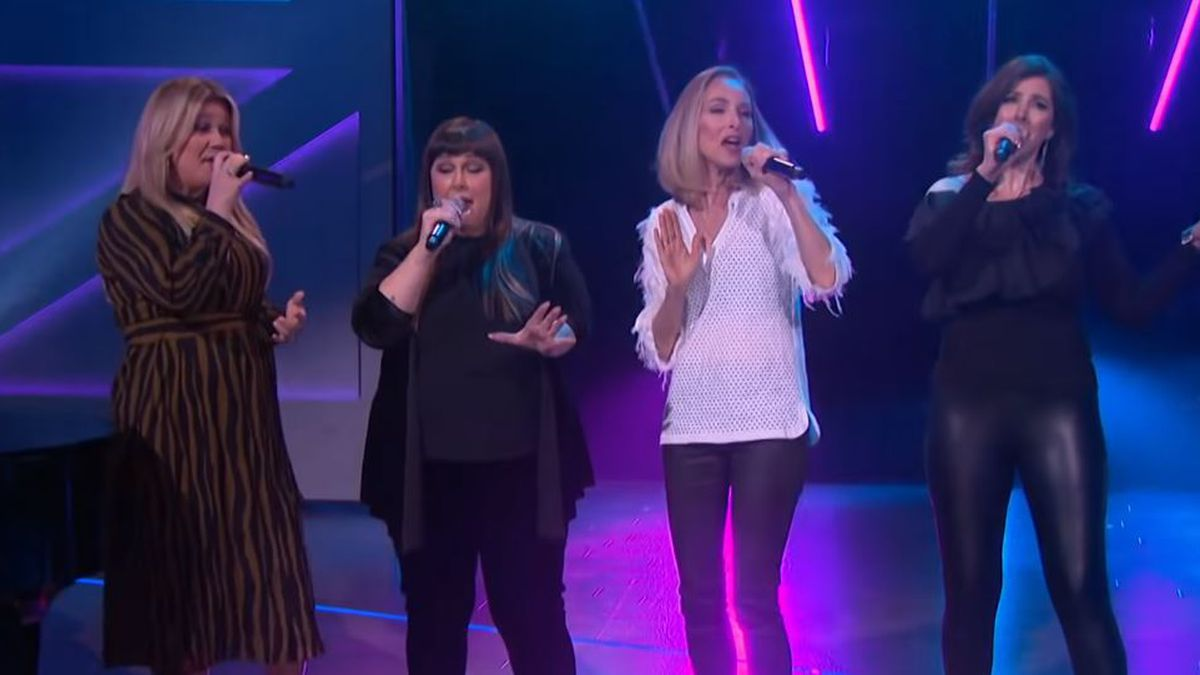 WATCH: Kelly Clarkson performs 'Hold On' with Wilson Phillips on talk show