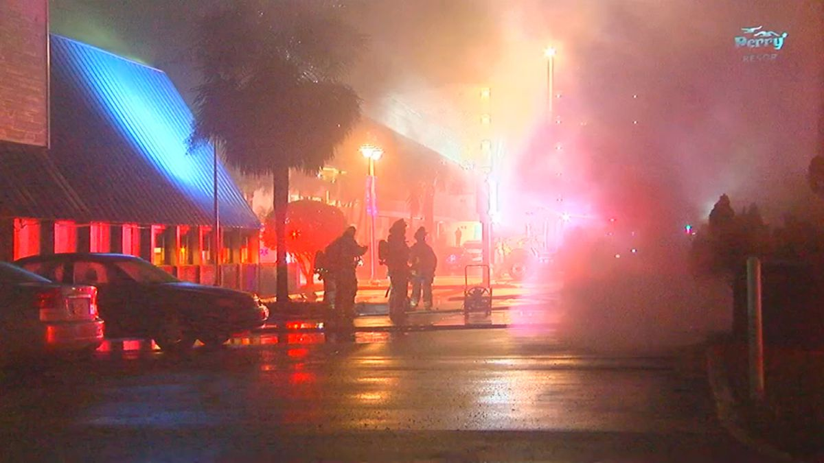 Fire damages gift shop in Daytona Beach Shores