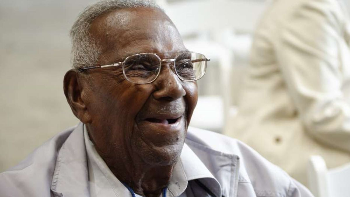 America's oldest WWII veteran gets flyover for 111th birthday
