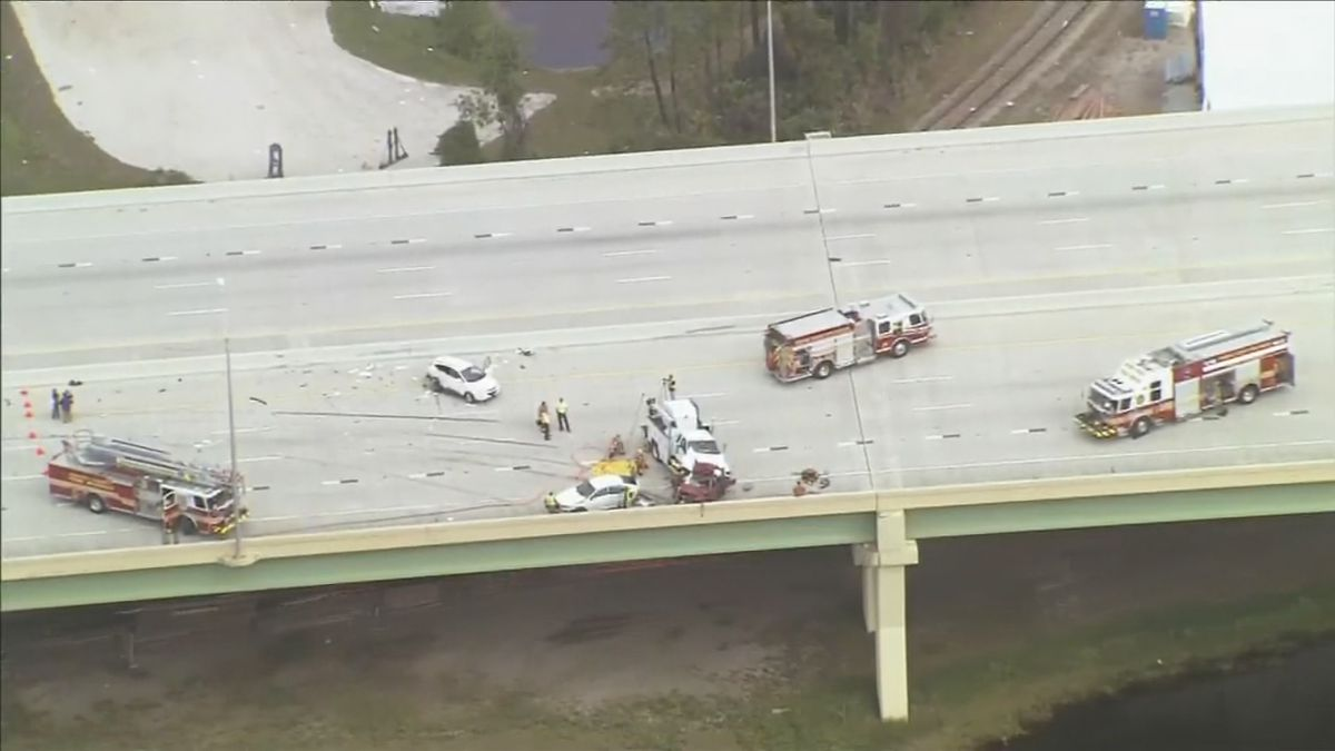 Fatal crash shuts down east SR-414 near Hiawassee Road
