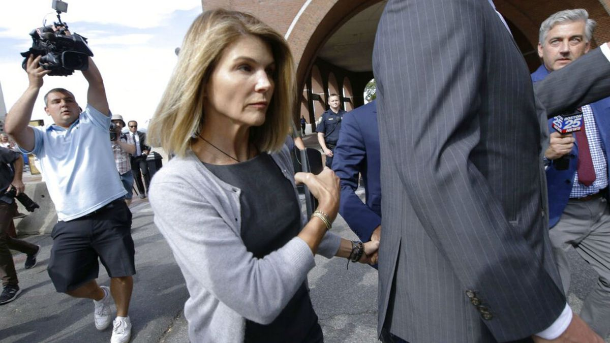 Actress Lori Loughlin facing additional charges in college admission scandal