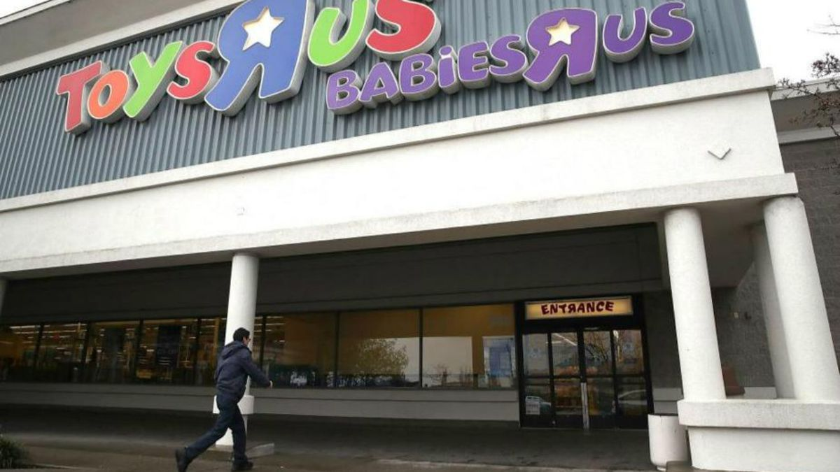Anonymous Toys R Us shopper buys up $1 million in toys from closing store to donate