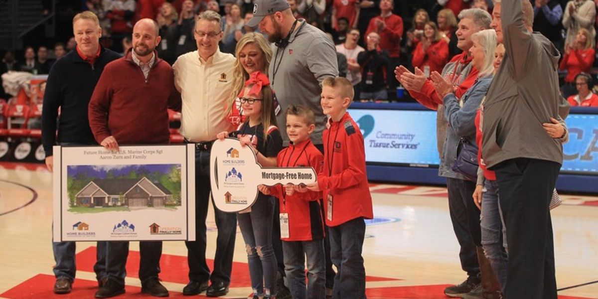 Injured Marine veteran surprised with new home during ceremony at college basketball game