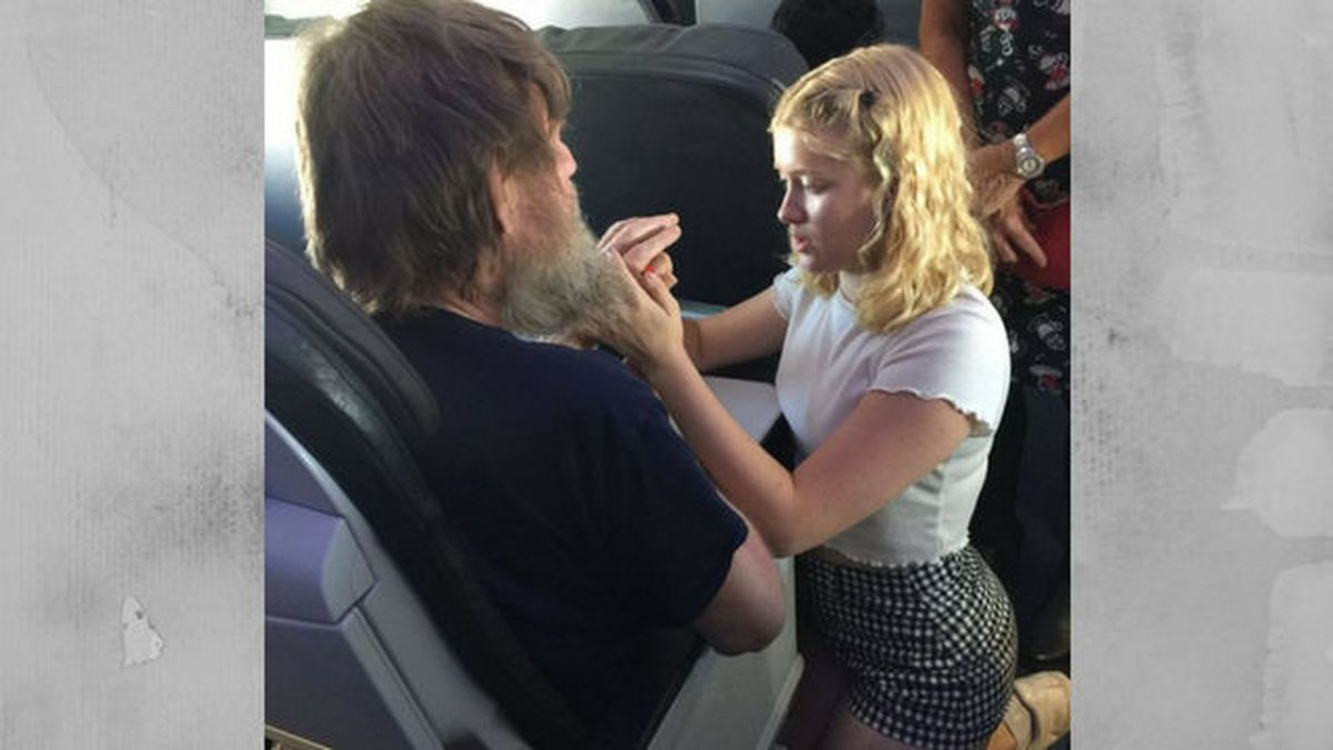 Teen girl helps blind, deaf man by signing into his hands on Alaska Air flight