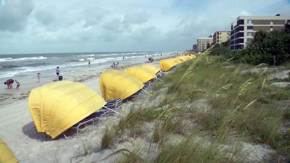 Grandfather dies while trying to rescue grandson from rough water at Florida beach